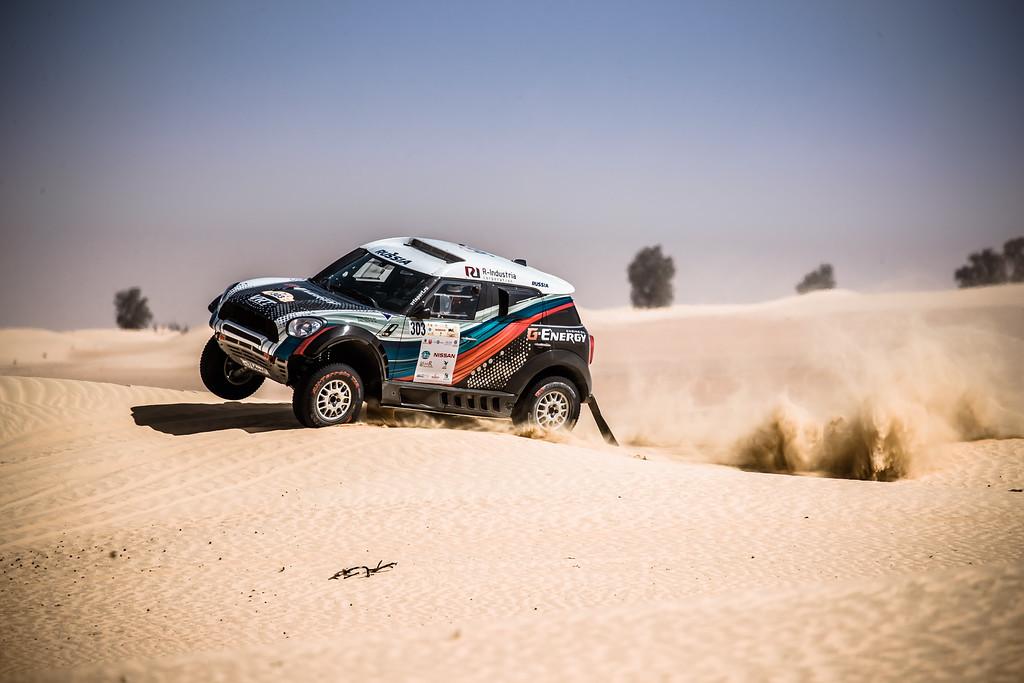Борьба за первое место: Васильев не намерен отступать на гонке в Эмиратах