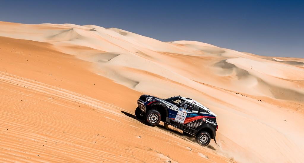 G-Energy Team: Васильев продолжает гонку в пустыне