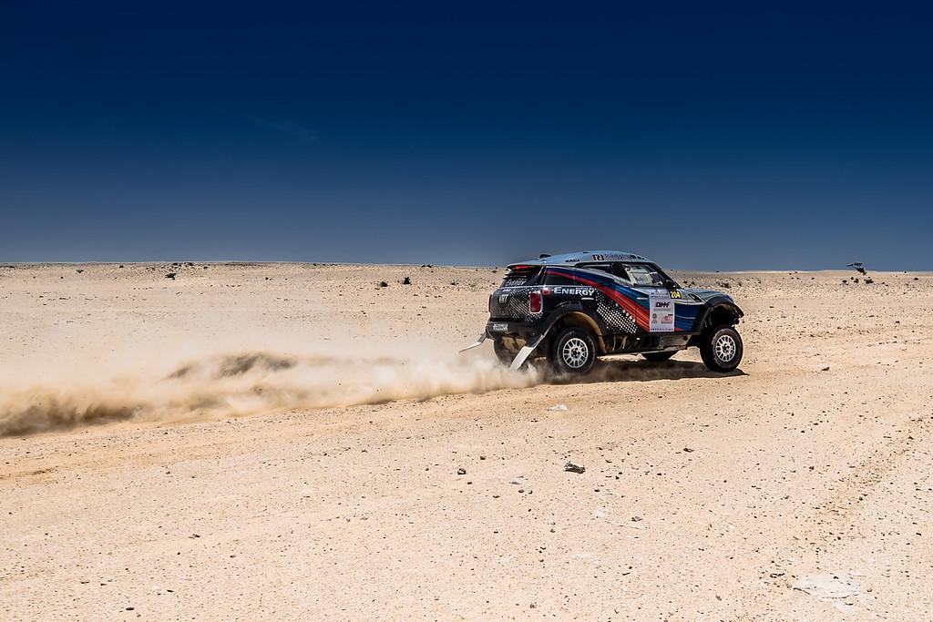 Qatar Cross Country Rally: Васильев выходит на третью позицию