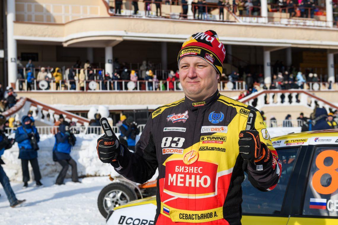 Андрей Севастьянов - победитель гонок на московском ипподроме